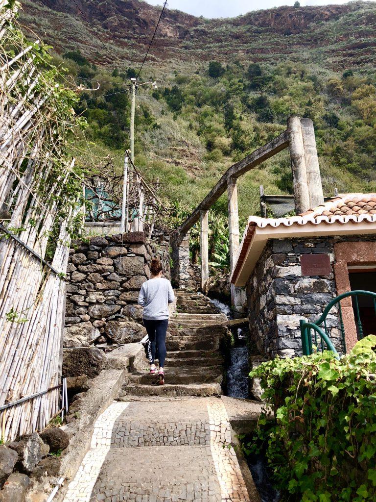 Aufstieg aus dem Dorf Jardim do mar