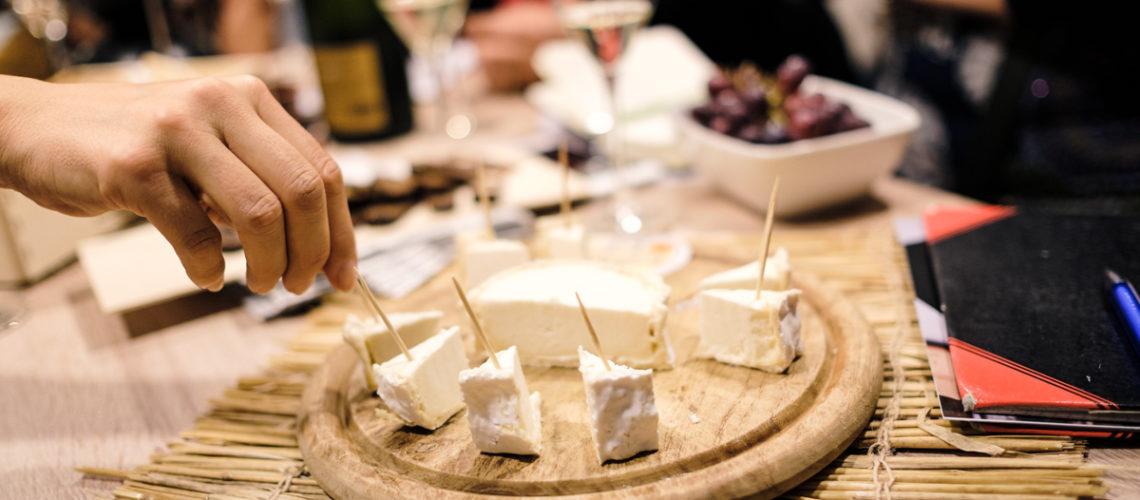 Weißwein und Käse kombinieren